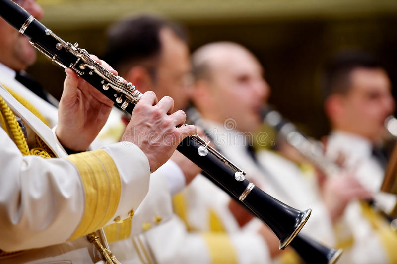 Воинский оркестр во время концерта стоковые фото