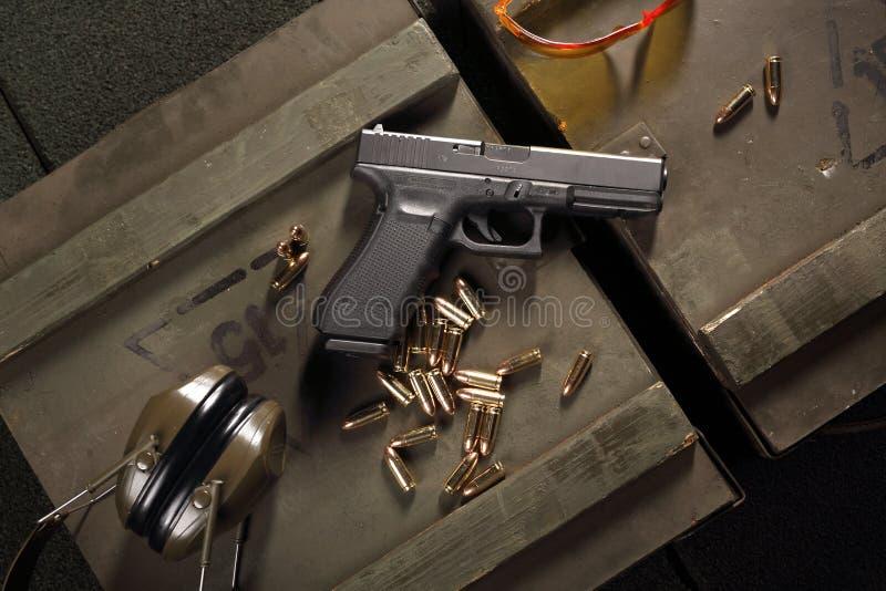 Воинский пистолет Glock стоковые фотографии rf