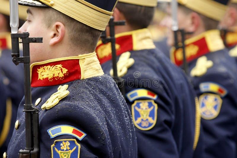 Воины армии с заморозком на их плечах стоковое изображение