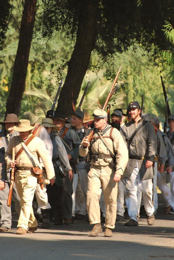 воины в марше confederate сражения к стоковое фото