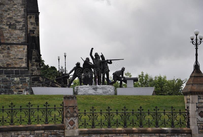 Война 1812 до мемориал 1815 от центра города Оттавы в Канаде стоковая фотография rf