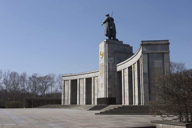 война русского памятника berlin стоковое изображение rf