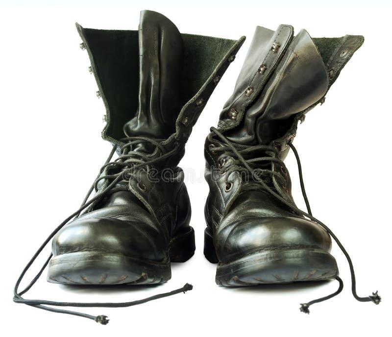 Войска вводят черные кожаные ботинки в моду стоковые изображения