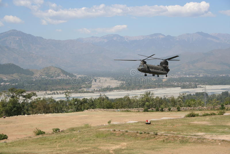 Войска затопляют поддержку к долине Сват, Пакистану стоковое фото