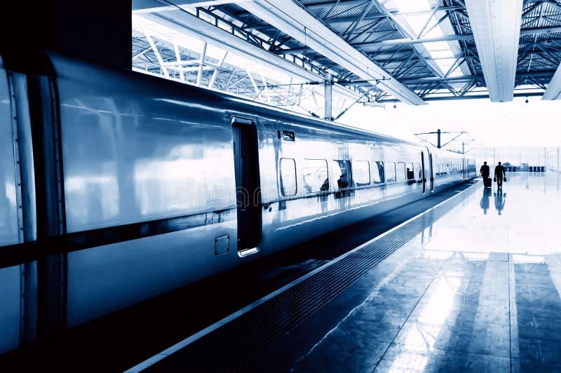 Download Вокзал стоковое изображение. изображение насчитывающей поезд - 37930087