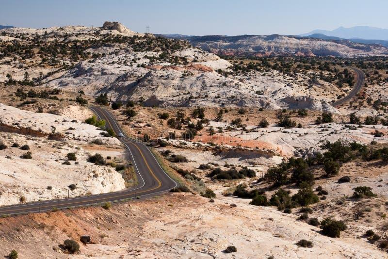 вокруг замотки ландшафта хайвея пустыни стоковая фотография