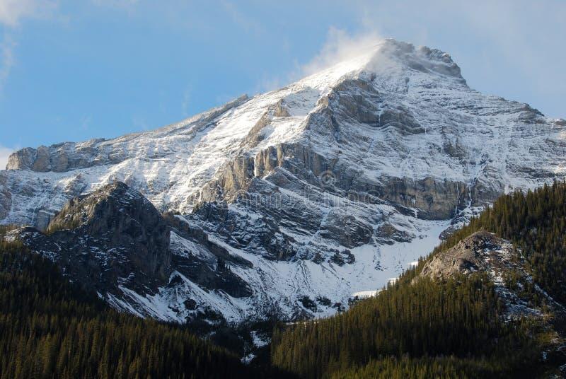 вокруг снежка горы облаков стоковые изображения rf