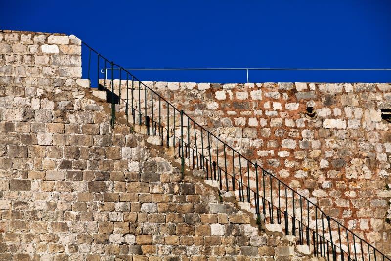 вокруг stairway крепости dubrovnik ведущего к стоковые изображения rf
