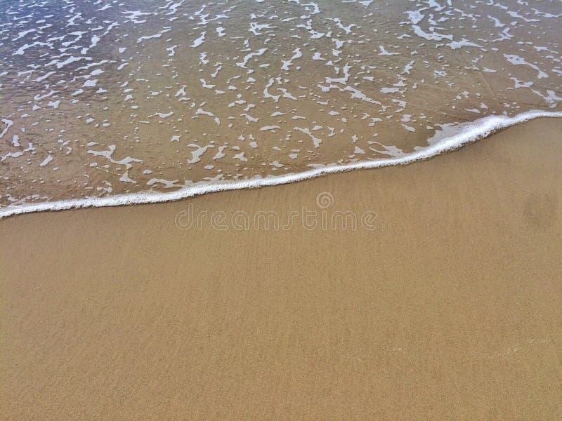 Волна и песок стоковые изображения rf