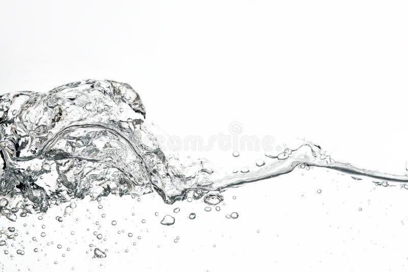 Волна и пузыри воды на белой предпосылке стоковое фото