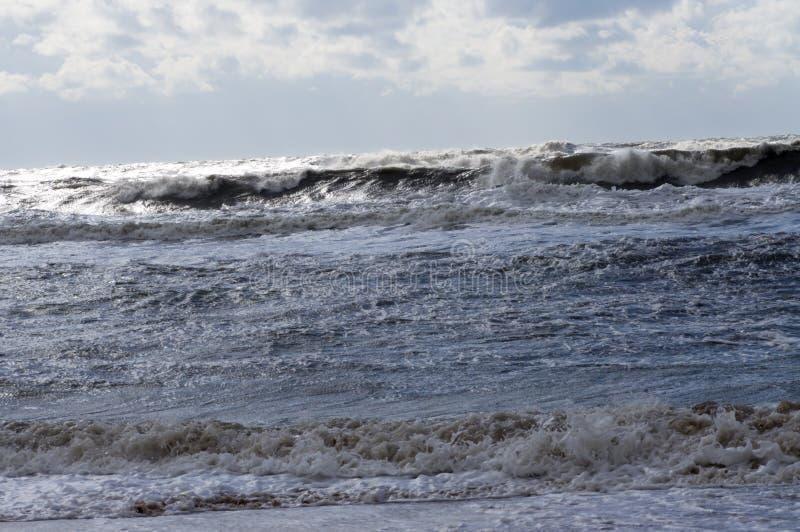 Волна шторма свертывает для того чтобы подпирать стоковое изображение rf