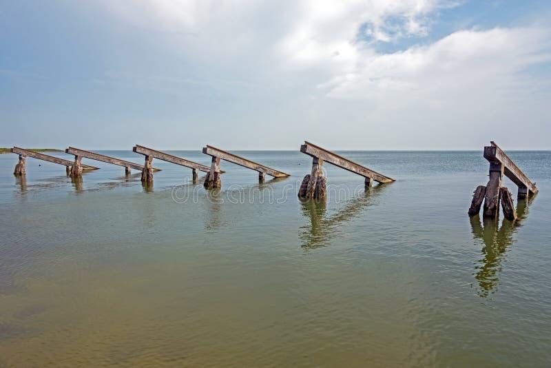 Волнорезы в IJsselmeer в Нидерланд стоковое изображение
