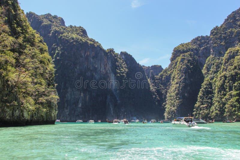 Волны быстроходного катера в Gulf of Thailand стоковые изображения rf