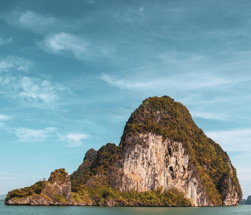 Волны быстроходного катера в Gulf of Thailand стоковая фотография