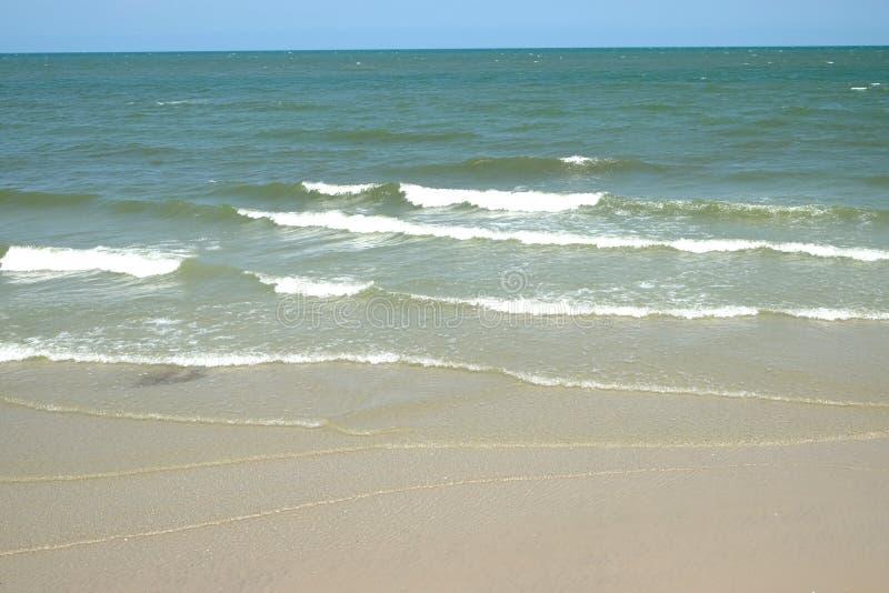 Волны выпорхнули нежно стоковая фотография