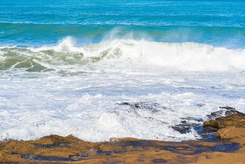 Волны прибоя на море 2 стоковые фото