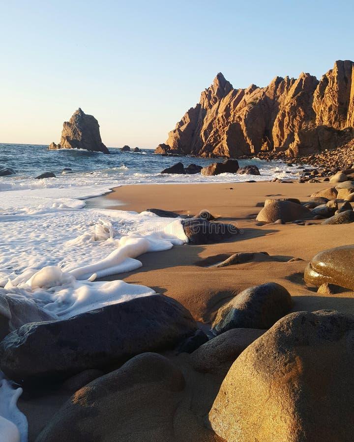 Волны на пляже стоковые изображения