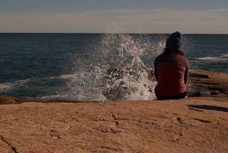 Волны разбивая вверх по концу стоковое изображение rf