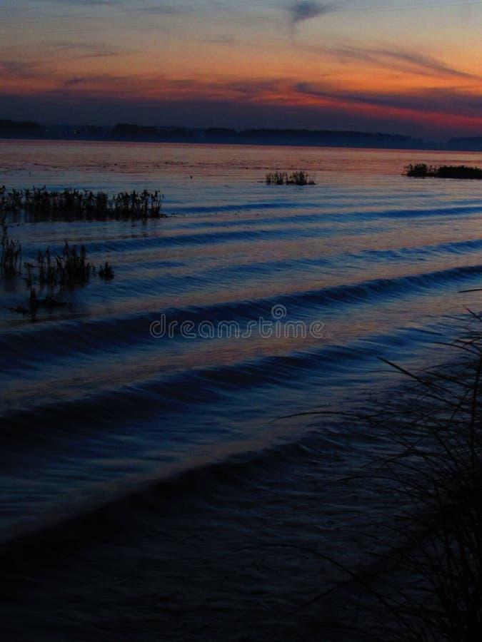 Волны реки в вечере стоковое фото rf
