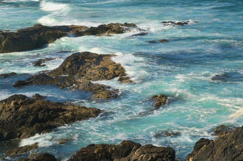 волны утесов стоковое изображение rf