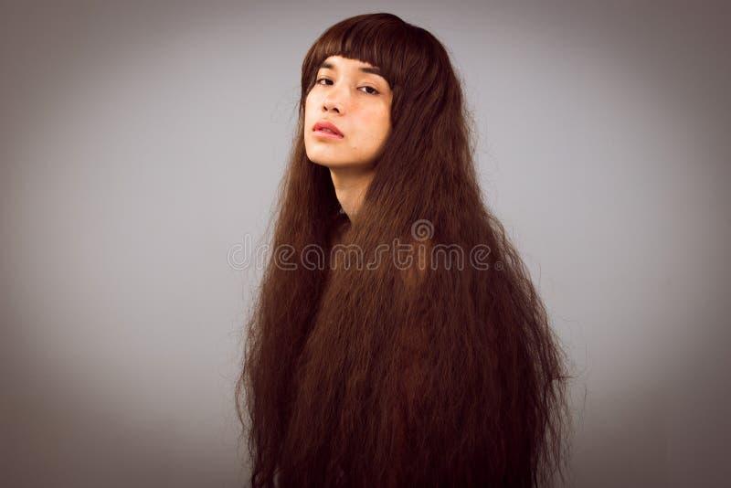 Волосатый портрет девушки как сиротливая дама разбитого сердца стоковые изображения rf