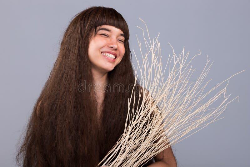 Волосатый портрет девушки как сиротливая дама разбитого сердца стоковое изображение
