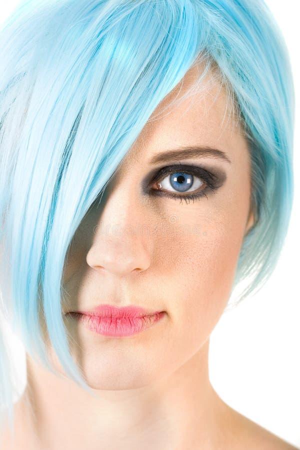 волосы близкой девушки сини вверх стоковая фотография rf