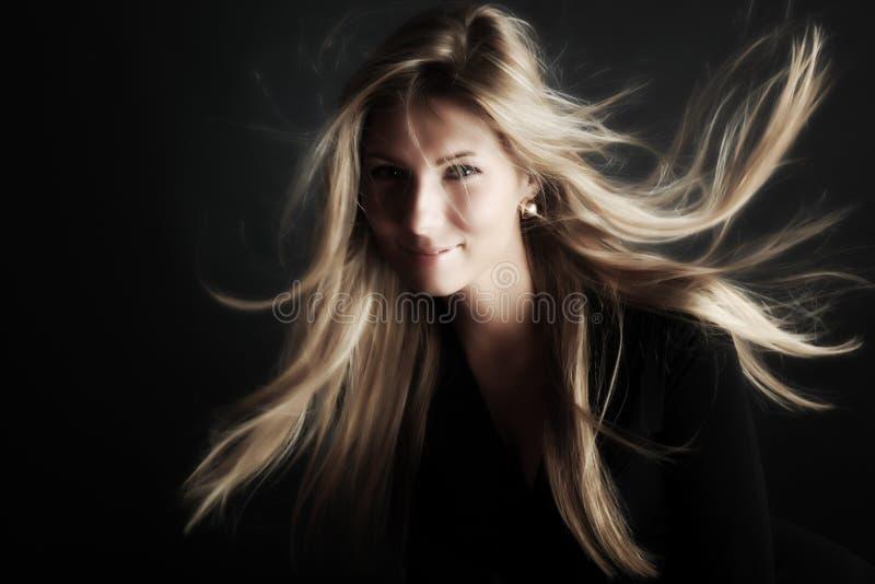 волосы ветреные стоковые фотографии rf