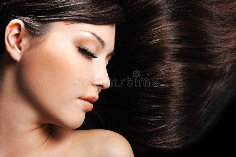 волосы стороны красотки женские длиной стоковая фотография rf