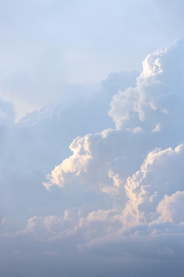 Волшебное нереальное нежное небо на восходе солнца стоковая фотография rf