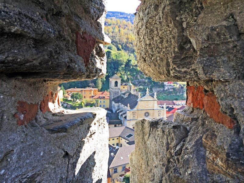 Волшебный взгляд городка Bellinzona от замка Castelgrande стоковое изображение
