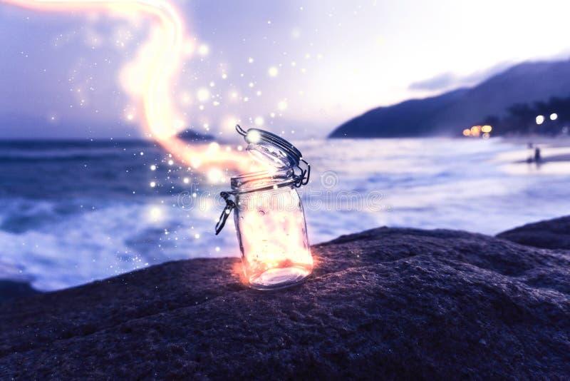 Волшебный свет приходя из опарника каменщика стоковое фото rf