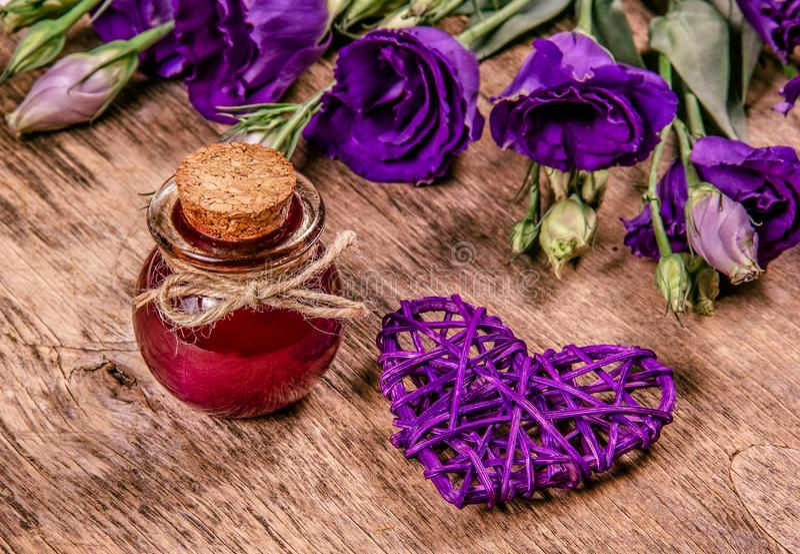 Волшебный элексир цветка Зелье влюбленности скопируйте космос стоковое фото