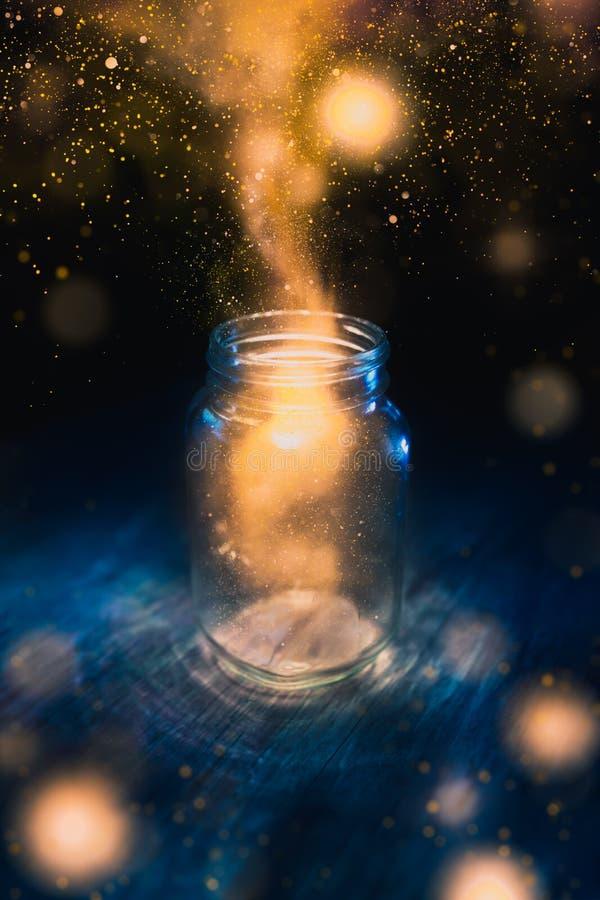 Волшебство в опарнике на темной предпосылке стоковое фото