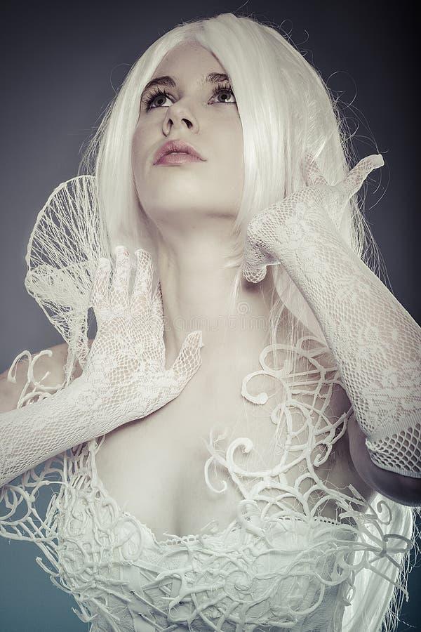 Воображаемая концепция фантазии, чувственная молодая женщина с винтажным whit стоковые изображения rf
