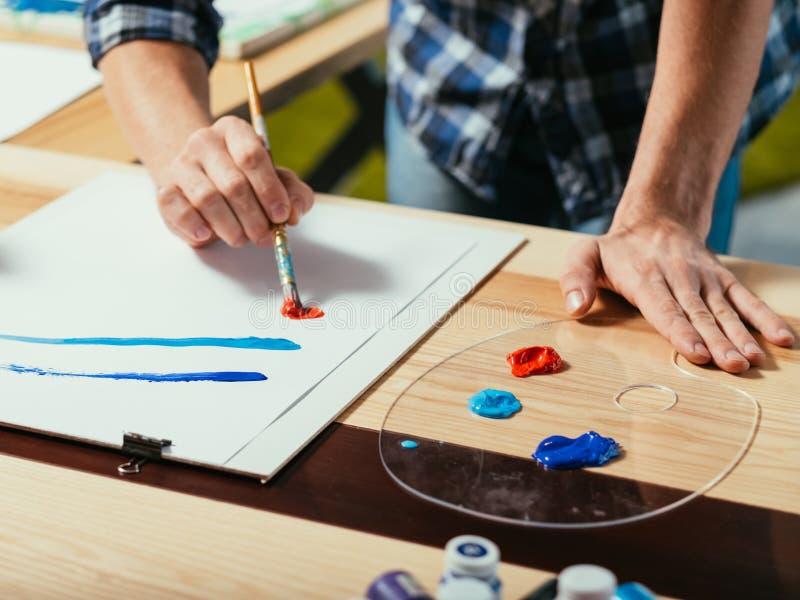 Воодушевленность художника уча навыки художничества искусства стоковое фото