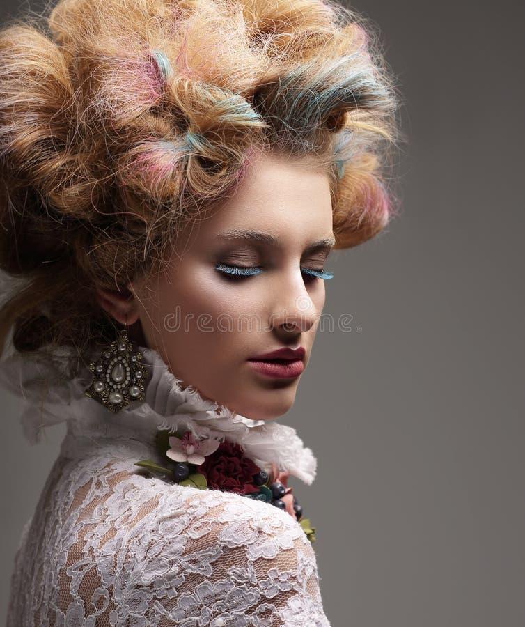 воодушевленность Фотомодель с красочными покрашенными волосами стоковые фото