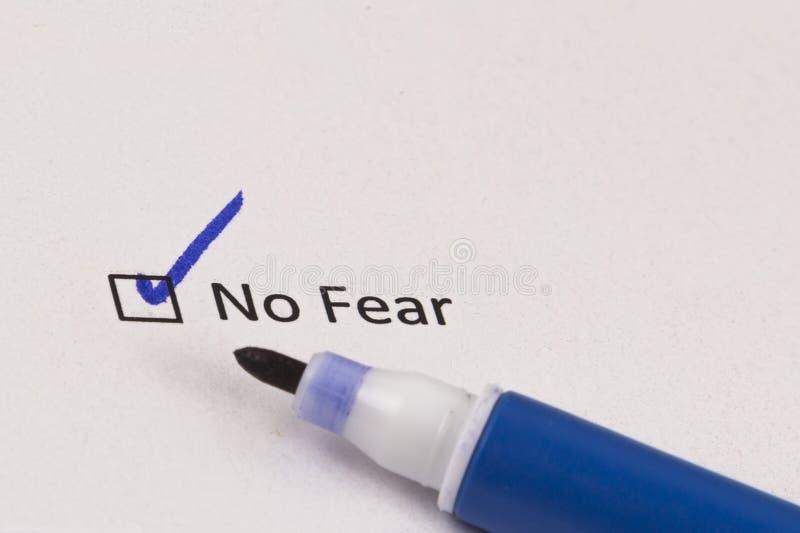 Вопросник, обзор Проверенная коробка с надписью отсутствие страх и голубая отметка стоковое фото rf