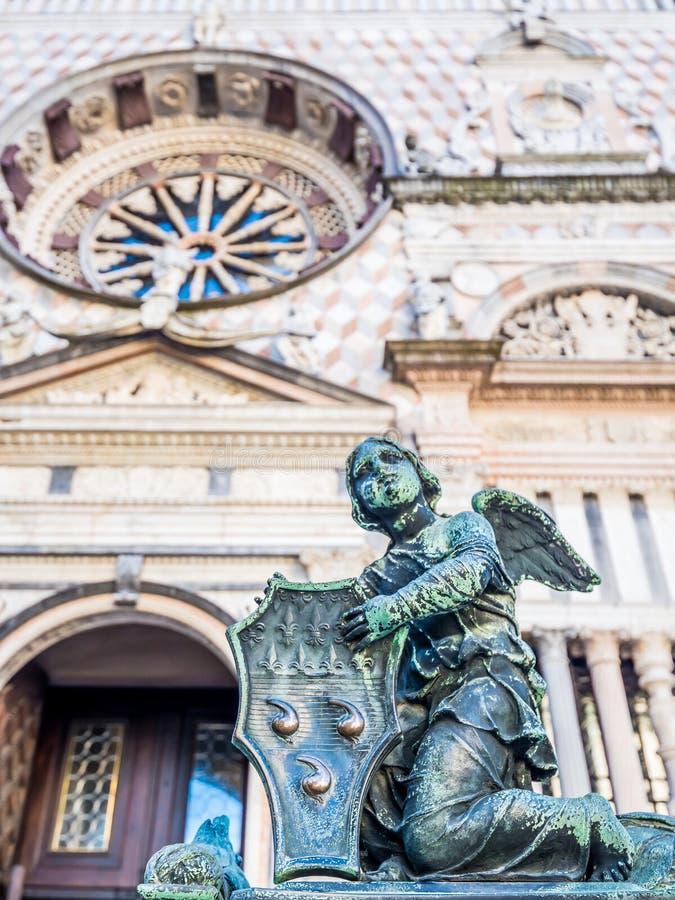 Ворота базилики Santa Maria Maggiore в Citta Alta, Бергаме, Италии стоковое изображение rf