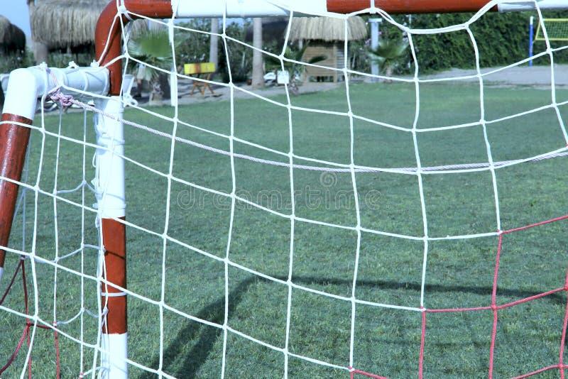 Ворота для мини футбола на зеленом поле в гостинице стоковые изображения