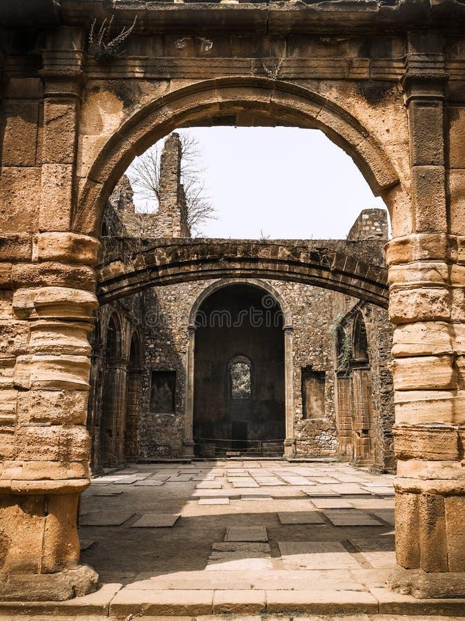 Ворота свода к старым памятям стоковое изображение rf