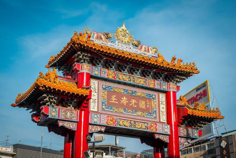 Ворота Чайна-тауна на дороге Yaowarat, Бангкоке, Таиланде стоковое изображение