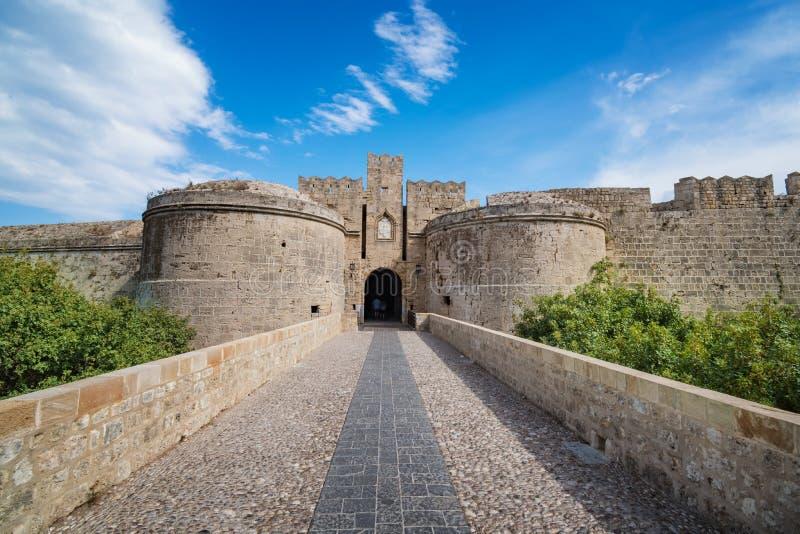 Ворота Amboise и городские стены средневекового городка города Rhod стоковая фотография