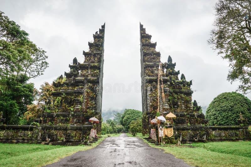 Ворота Candi Bentar стоковые изображения rf