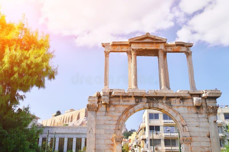 Ворота Hadrian нового города Афина Свод Hadrian, обыкновенно ворота Hadrian, монументальное ворот походя римское стоковые изображения rf