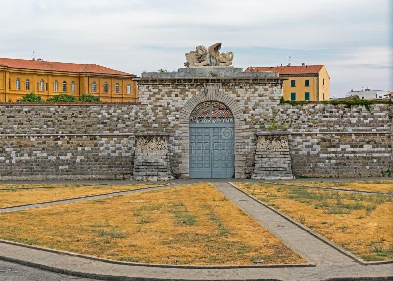 Ворот к большому порту Ливорно, Италии стоковые фотографии rf