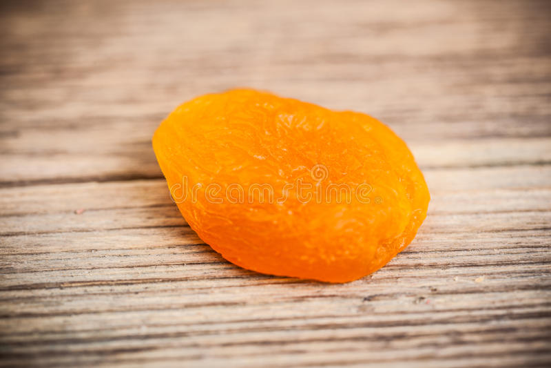 Ворох close-up высушенных абрикосов стоковые изображения