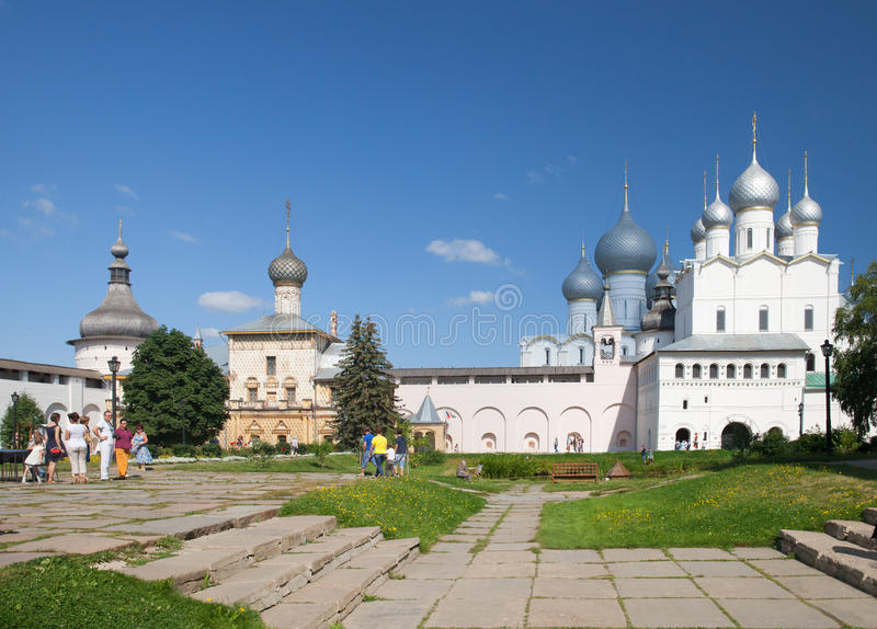 Воскресение Христоса и собора предположения в Кремле Ростова стоковая фотография