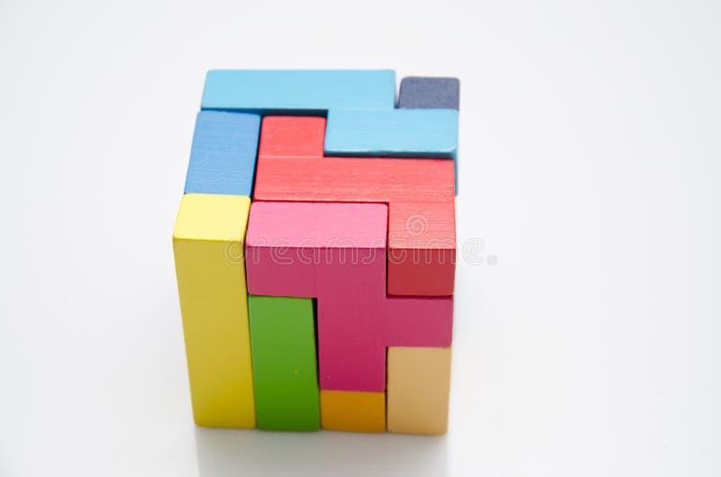 Воспитательная игрушка для умных детей стоковые фото