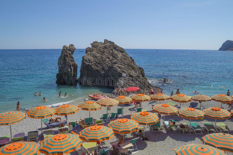Воссоздание на пляже конематки al Monterosso стоковая фотография rf